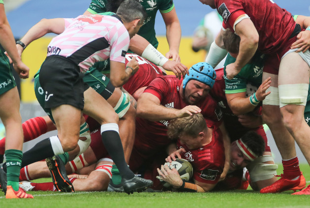 chris-cloete-scores-his-sides-first-try