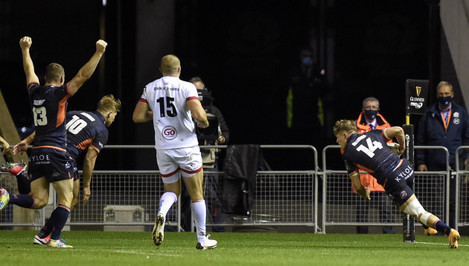 mark-bennett-celebrates-as-darcy-graham-scores-a-try