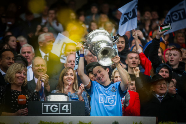 sinead-aherne-lifts-the-brendan-martin-cup