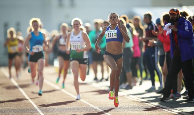nadia-power-on-her-way-to-winning-the-800m