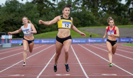 phil-healy-wins-the-womens-200m-final