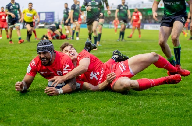 pita-ahki-scores-a-try-with-the-help-of-antoine-dupont