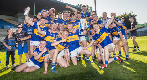 kiladagan-captan-paul-flynn-celebrates-with-the-trophy-and-his-team