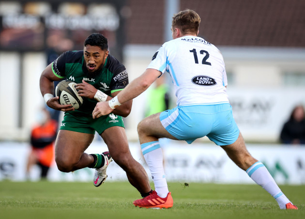 bundee-aki-comes-up-against-nick-grigg
