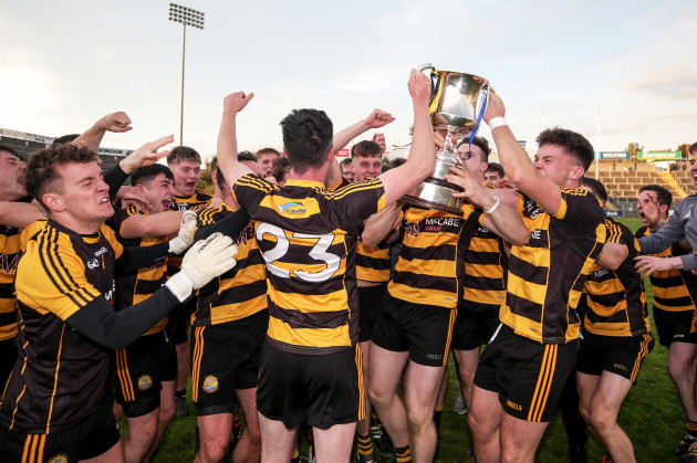 crosserlough-players-celebrate-with-the-trophy