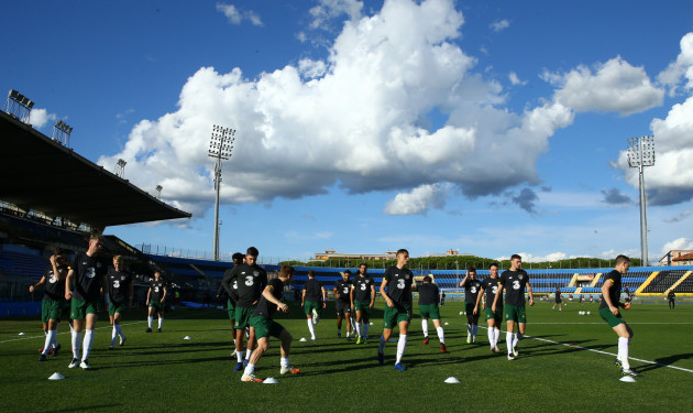 the-ireland-team-warm-up-ahead-of-the-game
