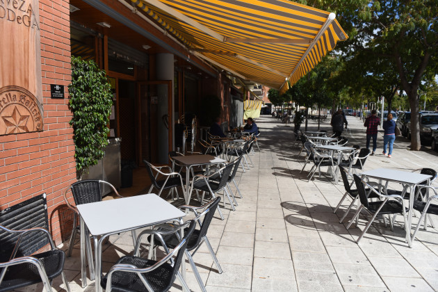 bars-and-restaurants-close-due-to-covid-19-crisis-in-barcelona-spain-14-oct-2020