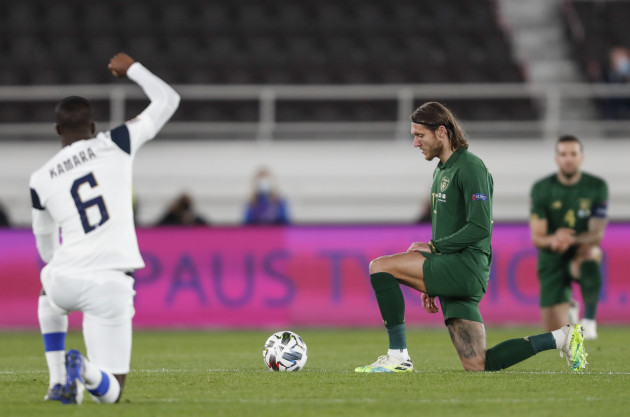 jeff-hendrick-takes-a-knee-before-the-game