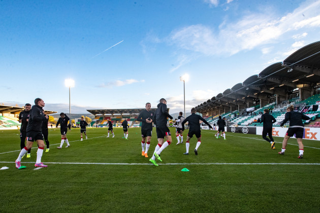dundalk-players-warm-up-before-the-game