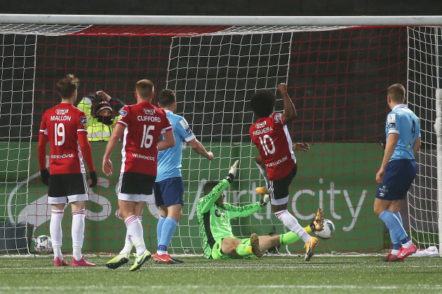 walter-figueira-scores-their-second-goal