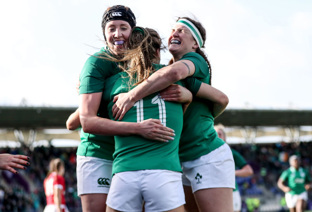 beibhinn-parsons-celebrates-scoring-the-opening-try-with-aoife-mcdermott-and-anna-caplice