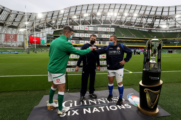 johnny-sexton-with-matthew-carley-and-luca-bigi-at-the-coin-toss