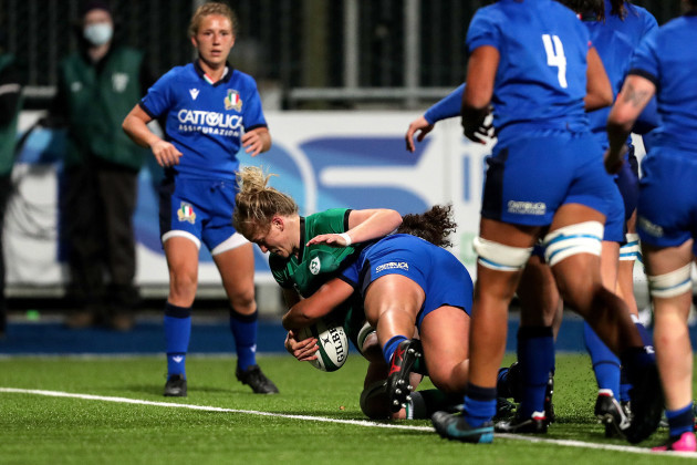 claire-molloy-scores-a-try
