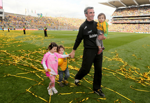 jim-mcguinness-with-his-children-toni-marie-michael-anthony-and-jim-jr-after-the-game