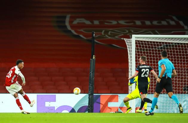 joe-willock-scores-their-second-goal