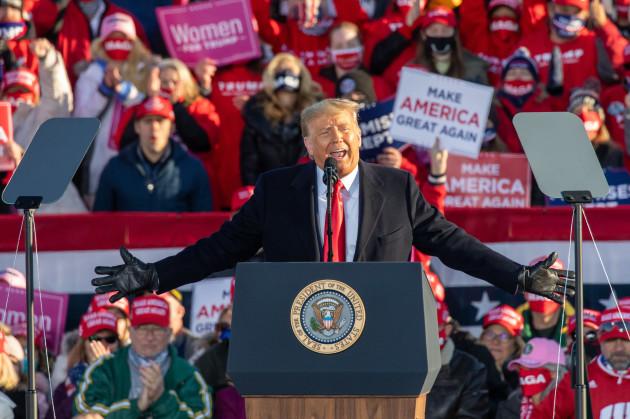 wi-donald-trump-campaigns-in-green-bay