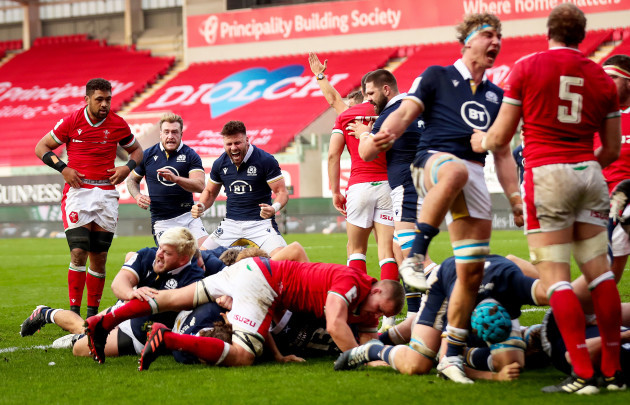 ali-price-celebrates-after-stuart-mcinally-goes-over-for-a-try