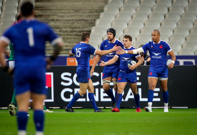 antoine-dupont-celebrates-scoring-a-try-with-gael-fickou