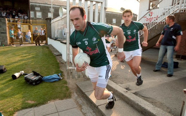 dermot-earley-runs-out-with-teamates