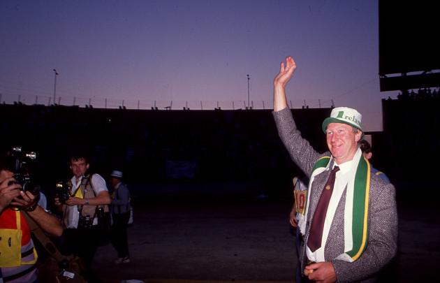 jack-charlton-celebrates