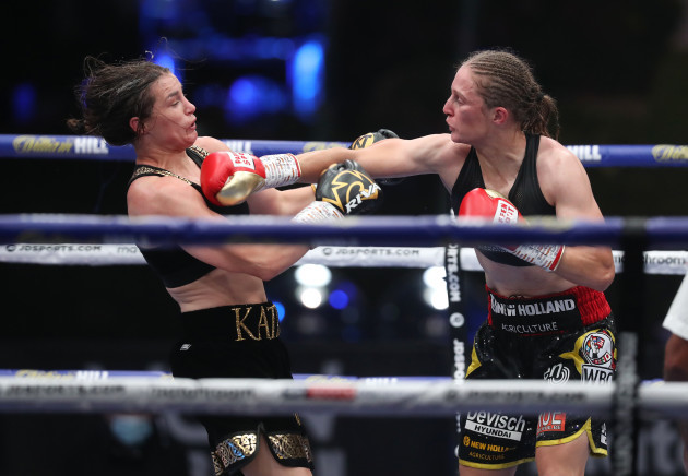 katie-taylor-in-action-against-delfine-persoon