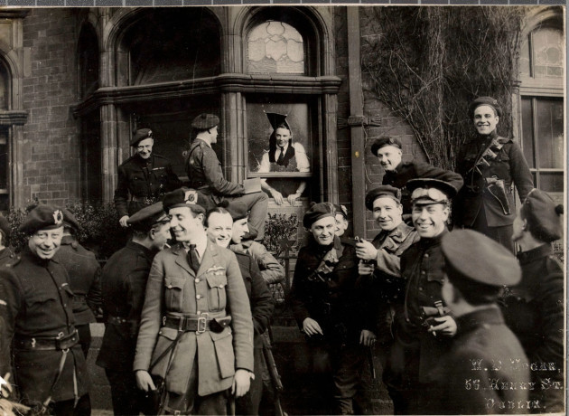 Outside_the_London_and_North_Western_Hotel_in_Dublin,_April_21,_1921
