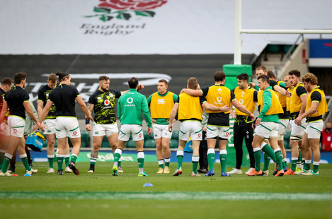 the-ireland-team-huddle-during-the-warm-up