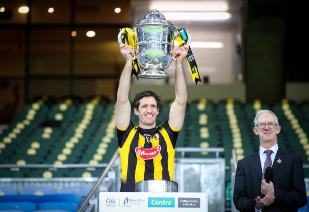 colin-fennelly-lifts-the-bob-okeeffe-cup-with-his-team-as-leinster-senior-hurling-champions