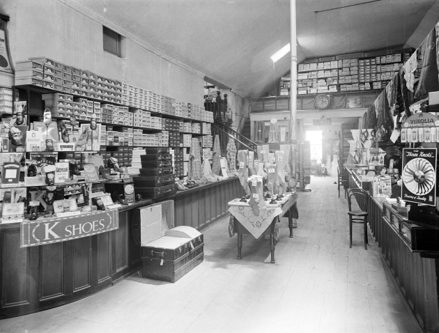 17. vtls000593857 - Messrs Haddon and Co. (Drapers), interior of shop.