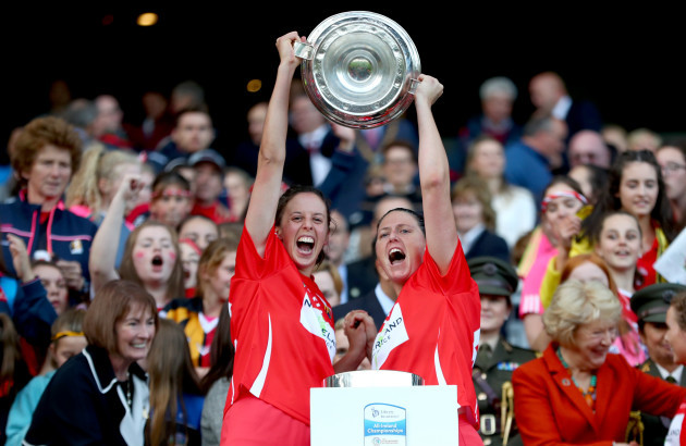 orla-cotter-and-gemma-oconnor-celebrates-with-the-oduffy-cup