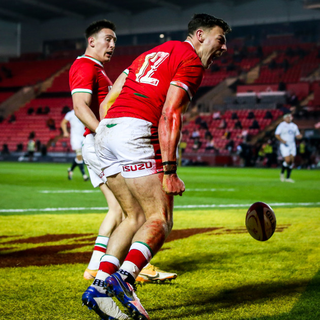johnny-wiliams-celebrates-after-scoring-a-try