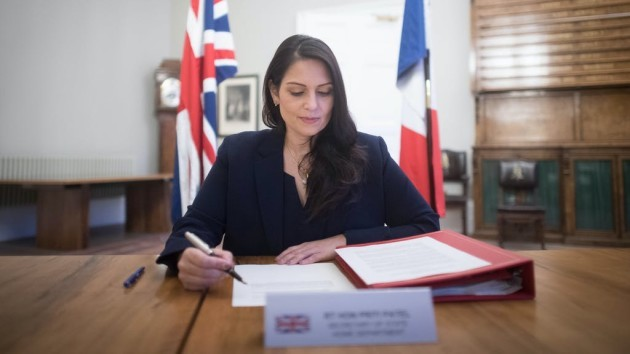 UK, France sign new deal to stop illegal migration across Channel