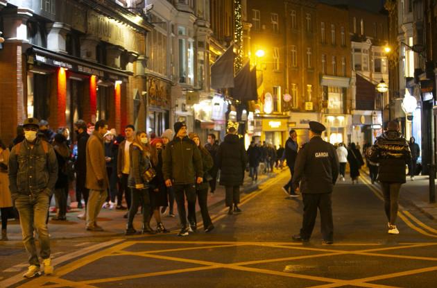 1 GARDAI FORCED TO CLOSE DUBLIN STREETS