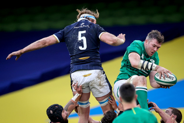 peter-omahony-wins-a-line-out-against-jonny-gray