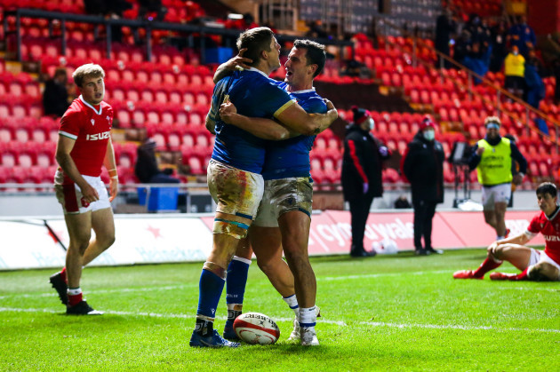 johan-meyer-celebrates-with-marco-zanon-after-scoring-a-try