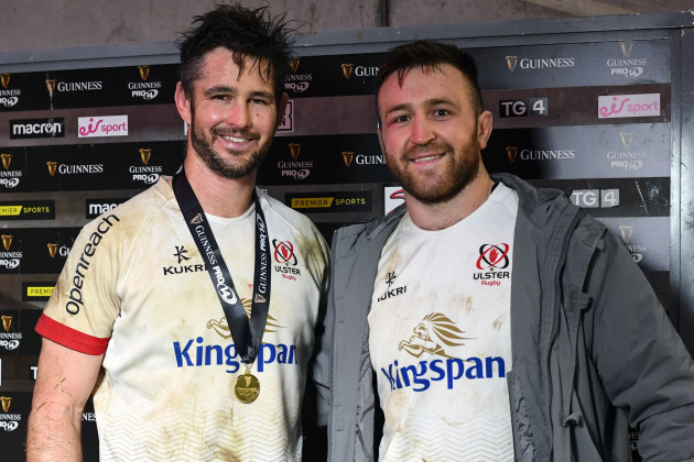 sam-carter-is-presented-with-the-guinness-pro14-man-of-the-match-award-by-alan-oconnor