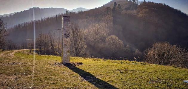 romania-us-metal-monolith