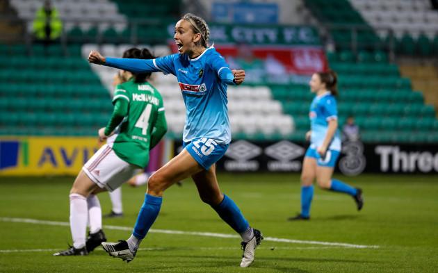 stephanie-roche-celebrates-scoring-a-goal