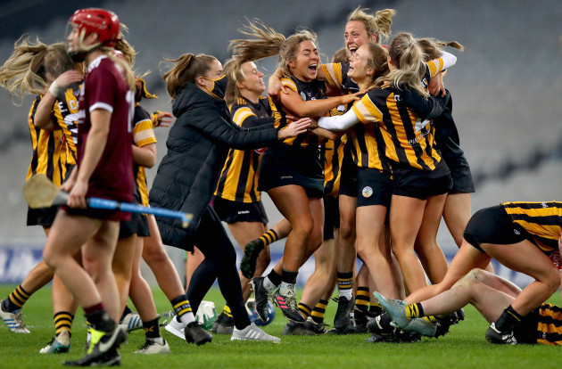kilkenny-celebrate-at-the-final-whistle