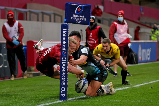 mike-haley-attempts-to-score-a-try-unsuccessfully-under-pressure-from-marcus-smith