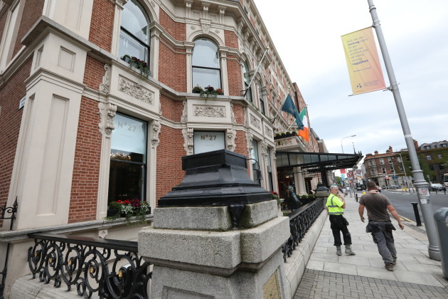 037 Statue removed from Shelbourne Hotel