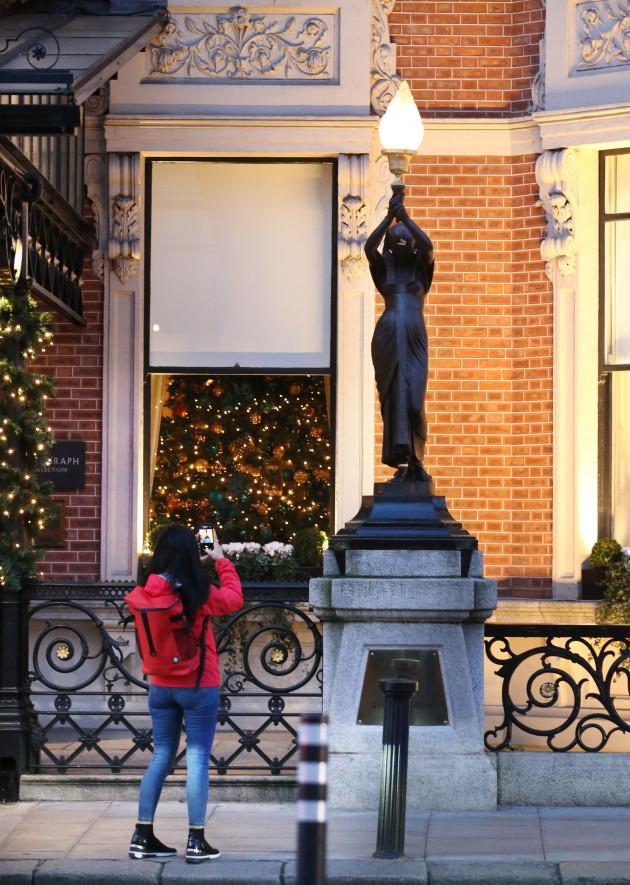 Shelbourne Statues 004