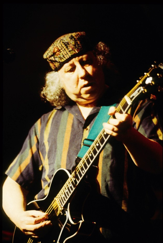 peter-green-the-guitarist-of-the-bluesbreakers-and-fleetwood-mac-with-the-founder-of-the-90s