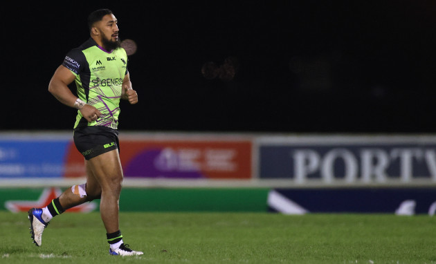 bundee-aki-leaves-the-field-after-being-yellow-carded