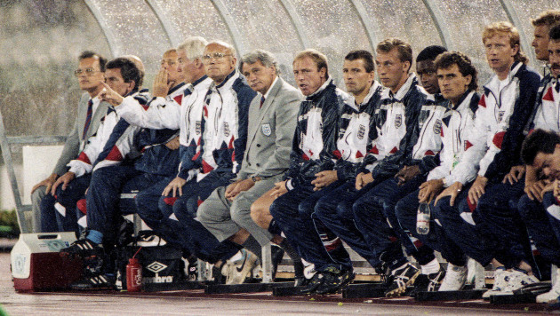 bobby-robson-and-the-england-bench