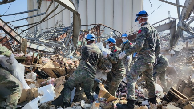 lebanon-beirut-port-explosions-aftermath-chinese-peacekeeper-cleaning-work