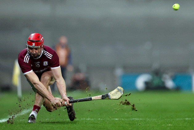 joe-canning-scores-a-point-from-a-sideline-cut