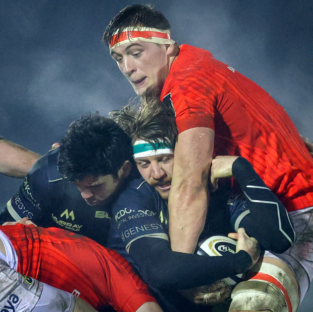 ben-odonnell-is-tackled-by-gavin-coombes