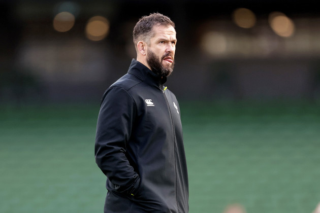 andy-farrell-during-the-warm-up