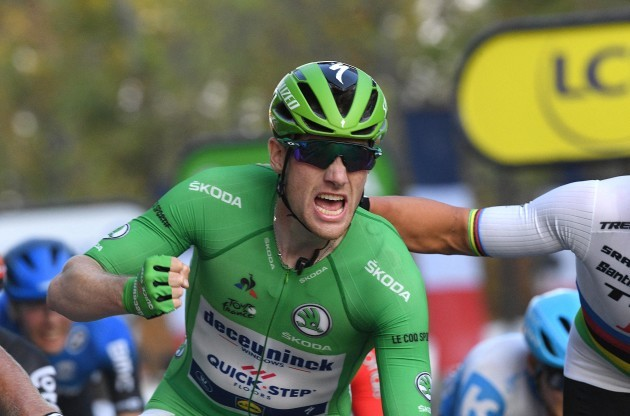 sam-bennett-celebrates-winning-the-green-jersey